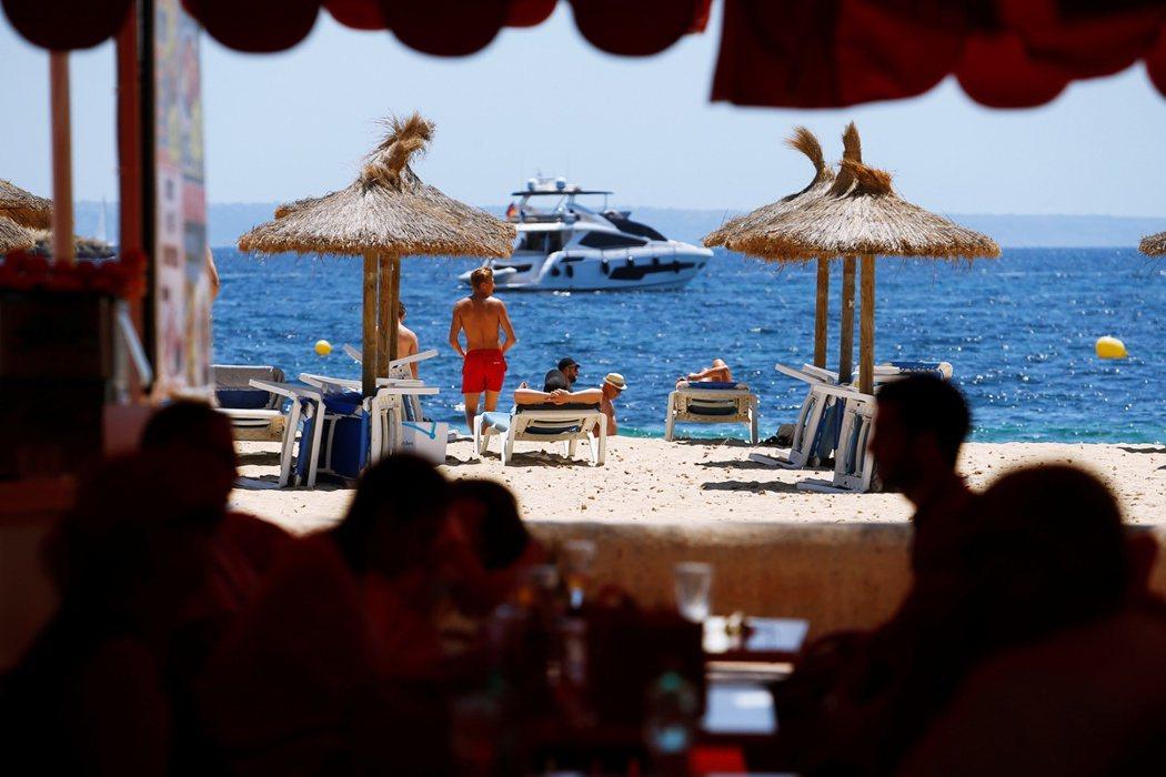 然而疫情增加的狀況,並不完全是西班牙年輕人選擇狂歡,而是歐洲的夏季觀光潮本來就會...