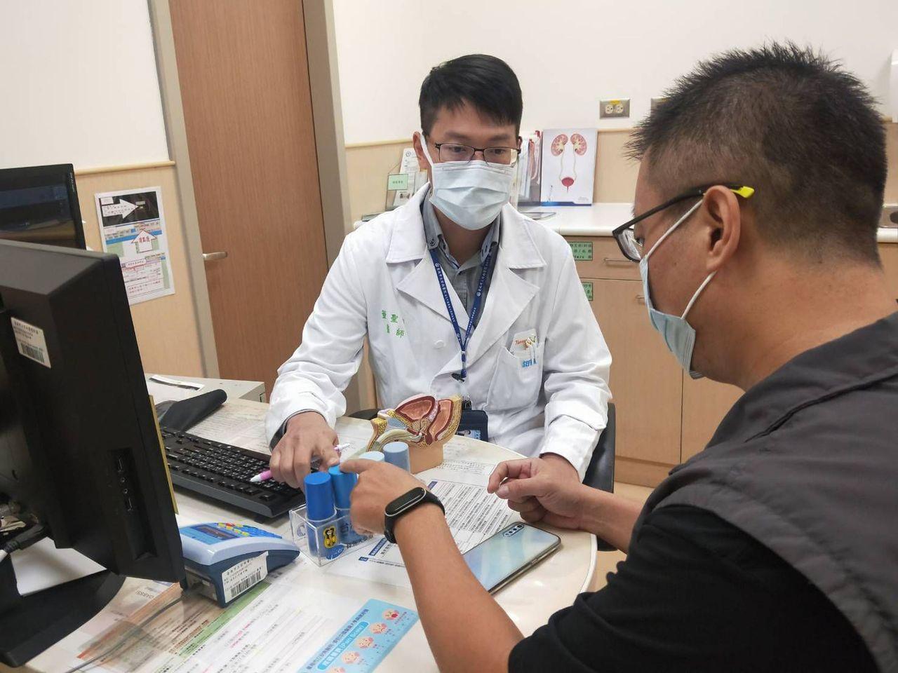 安南醫院泌尿科主治醫師董聖雍說,新冠病毒也可能對泌尿系統、生殖器官造成傷害。 圖...