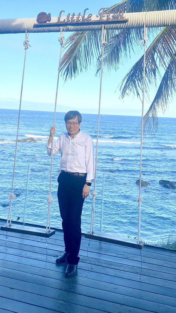 蔡永文說,健康是一切根本,他最常做的運動是散步。 圖/蔡永文 提供