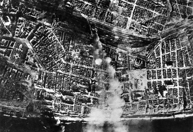 戰役期間,德國空軍對史達林格勒中央車站進行空中轟炸。 圖/維基共享