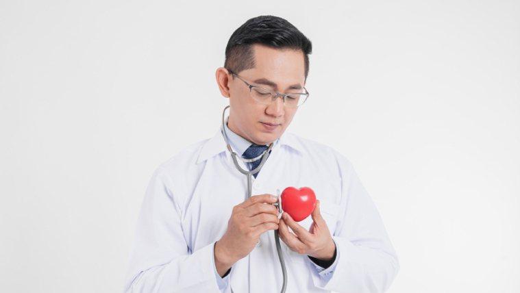 心臟病發作時,黃金搶救時間為前3個小時。(圖非當事醫師) 圖片提供/良醫健康...