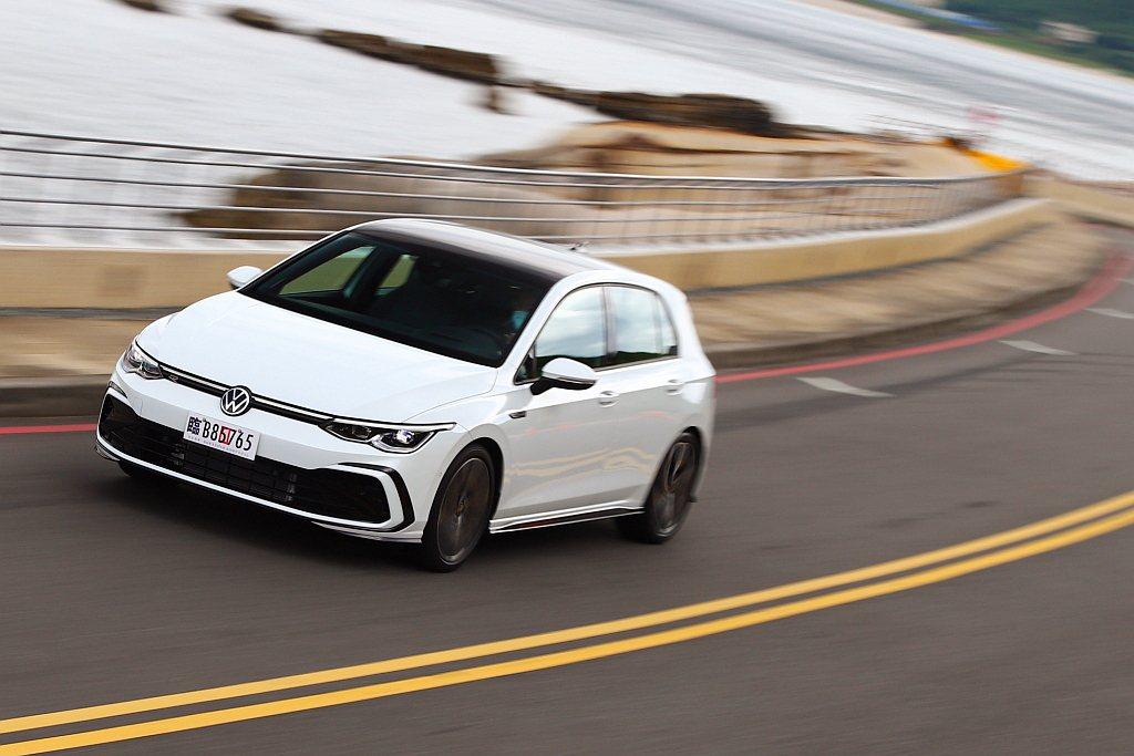 全新第八代Golf為福斯今年最重要的新車,從外觀到內裝都有相當明顯的進化。  ...
