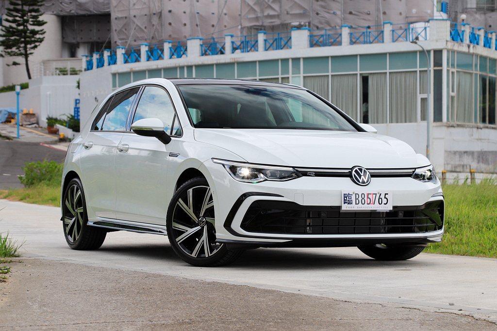 福斯Golf不僅是全球最知名的掀背車,於歐洲地區更是銷售常勝軍。全新第八代車型則...