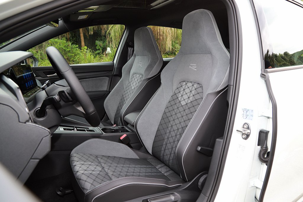 福斯Golf 280 eTSI R-Line前座椅升級ArtVelours類麂皮...