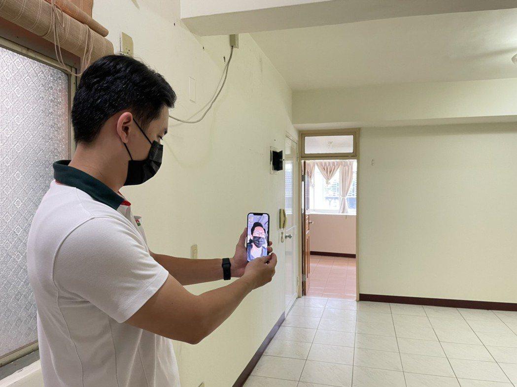 客戶透過視訊方式與信義房屋同仁及時賞屋了解屋況。 信義房屋/提供
