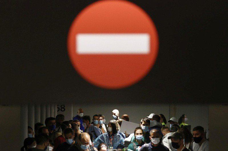 紐約時報、美聯社等多家美國主流媒體日前聯名致函東京奧運暨帕運組織委員會,抗議東奧用GPS定位記者位置、禁止外媒採訪觀眾,稱種種限制超過防疫需求,且違反奧運憲章。 路透社