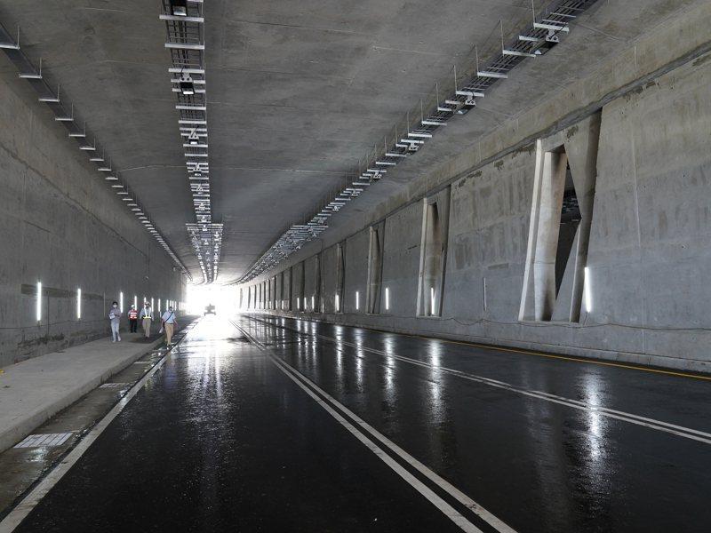 淡江大橋第二標聯絡道的沙崙路箱涵隧道,今(2)日下午三點通車,打通新市鎮交通連結。 圖/紅樹林有線電視提供