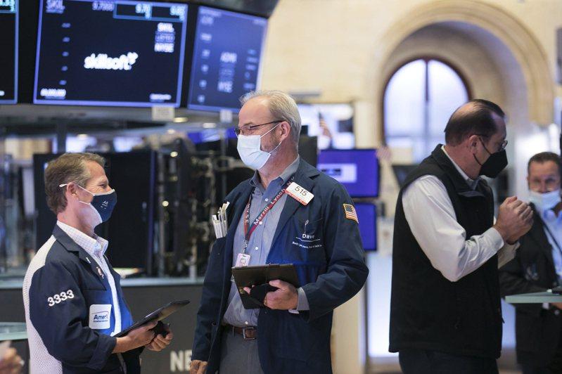 美股三大指數1日全面收漲,標普500指數連續第六日收盤創新高。美聯社