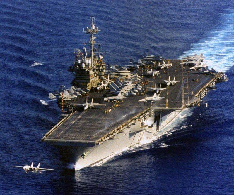 美軍印太司令部今天透過網路社群張貼一張美軍「獨立號」航空母艦(USS Independence,CV62)1996年間航行在西太平洋的畫面。而獨立號是當年馳援台海兩個航艦戰鬥群之一。圖/取自美軍印太司令部臉書粉專