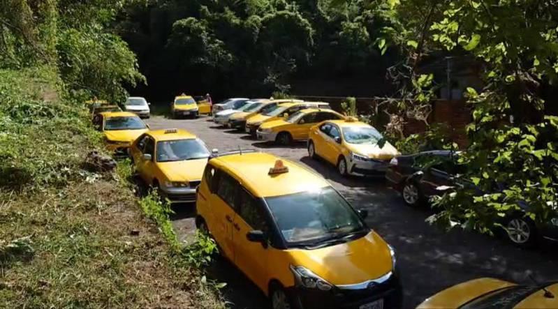 基隆有3千多人分6天在培德駕訓練開打,今天要接種300人,一名計程車司機說,打了有保障,對自己和乘客都有保障。記者游明煌/翻攝