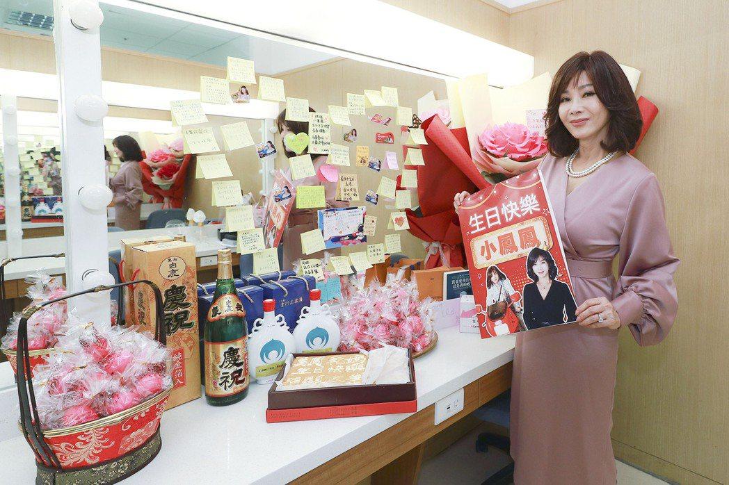 陳美鳳人緣好收到一堆生日禮物。圖/民視提供