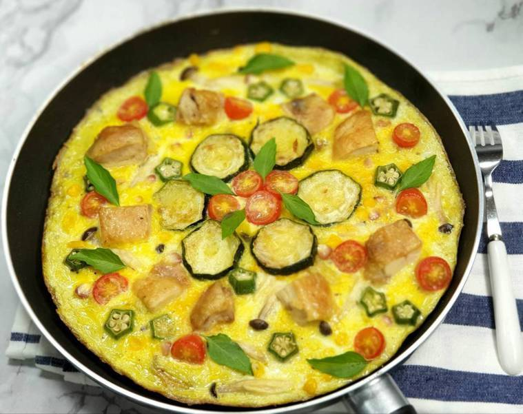 雞排&紅黃綠蔬歐姆蛋披薩 圖/林芝蕙提供
