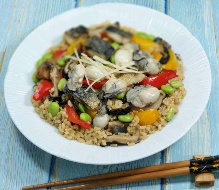 鯖魚&牡蠣彩蔬和風炊飯 圖/林芝蕙提供