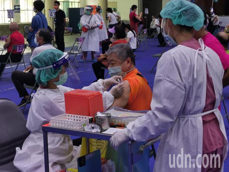 嘉義市疫苗施打,預約接種率相當高。記者卜敏正/攝影
