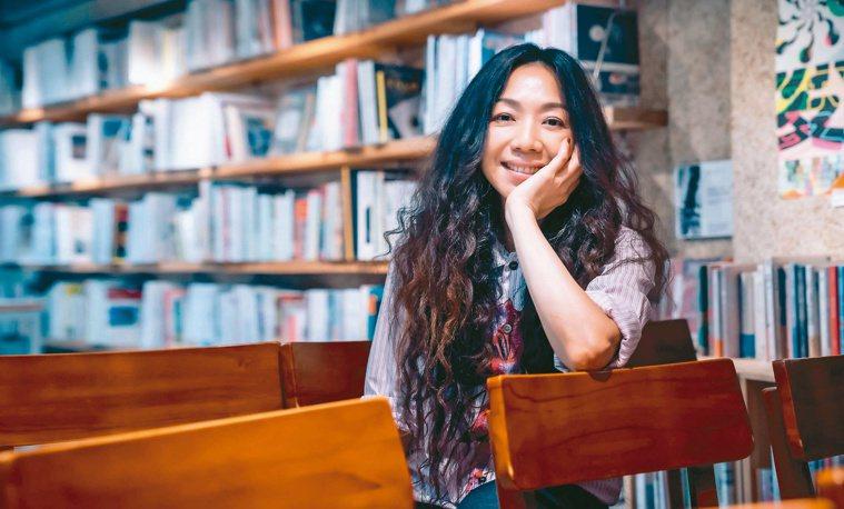 出道的第三個10年,萬芳不僅是歌手也是製作人,對自己的作品涉入甚深。圖/何樂音樂...