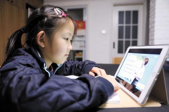 大陸線上教育行業亂象頻發,尤其輔導老師被業界稱作「披著老師外衣的銷售」。圖/取自大陸自媒體