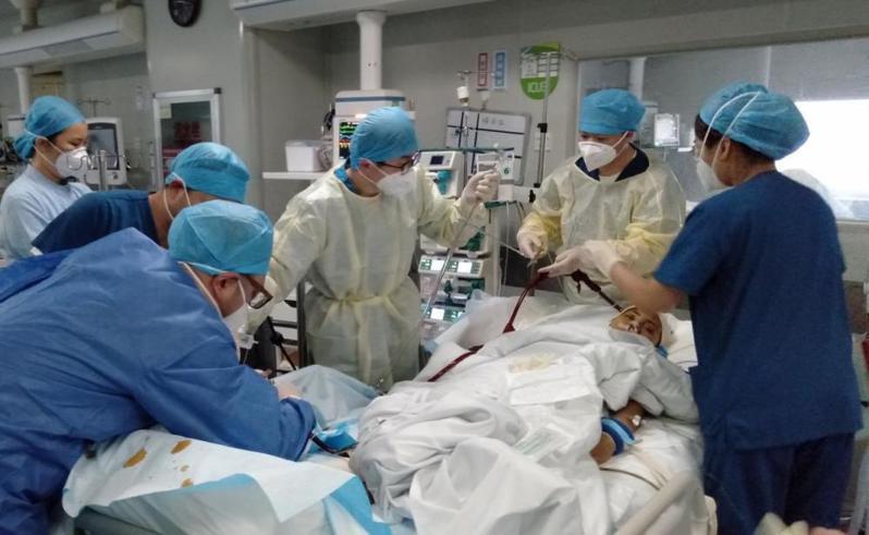 中國武漢一名黃姓確診孕婦症況嚴重,一度命危,但安裝葉克膜88天後逐漸康復,令醫護感到驚訝。圖擷自騰訊網