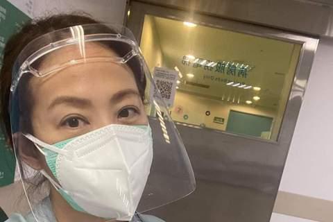 賈永婕自台灣疫情升溫以來,為了醫療物資四處奔波,如鐵人一般,但在8日她卻透露「一路卡卡」,中途更發生車禍,幸好並無大礙。賈永婕說:「今天是最恍神的一天。」在結束位於民生國小的長庚醫院接種站送便當時,...