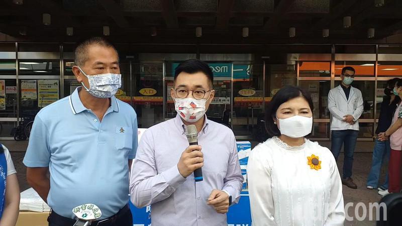 江啟臣到雲林捐贈防疫物資,再度向蔡政府喊話,和縣市政府合作早日購足疫苗。記者蔡維斌/攝影