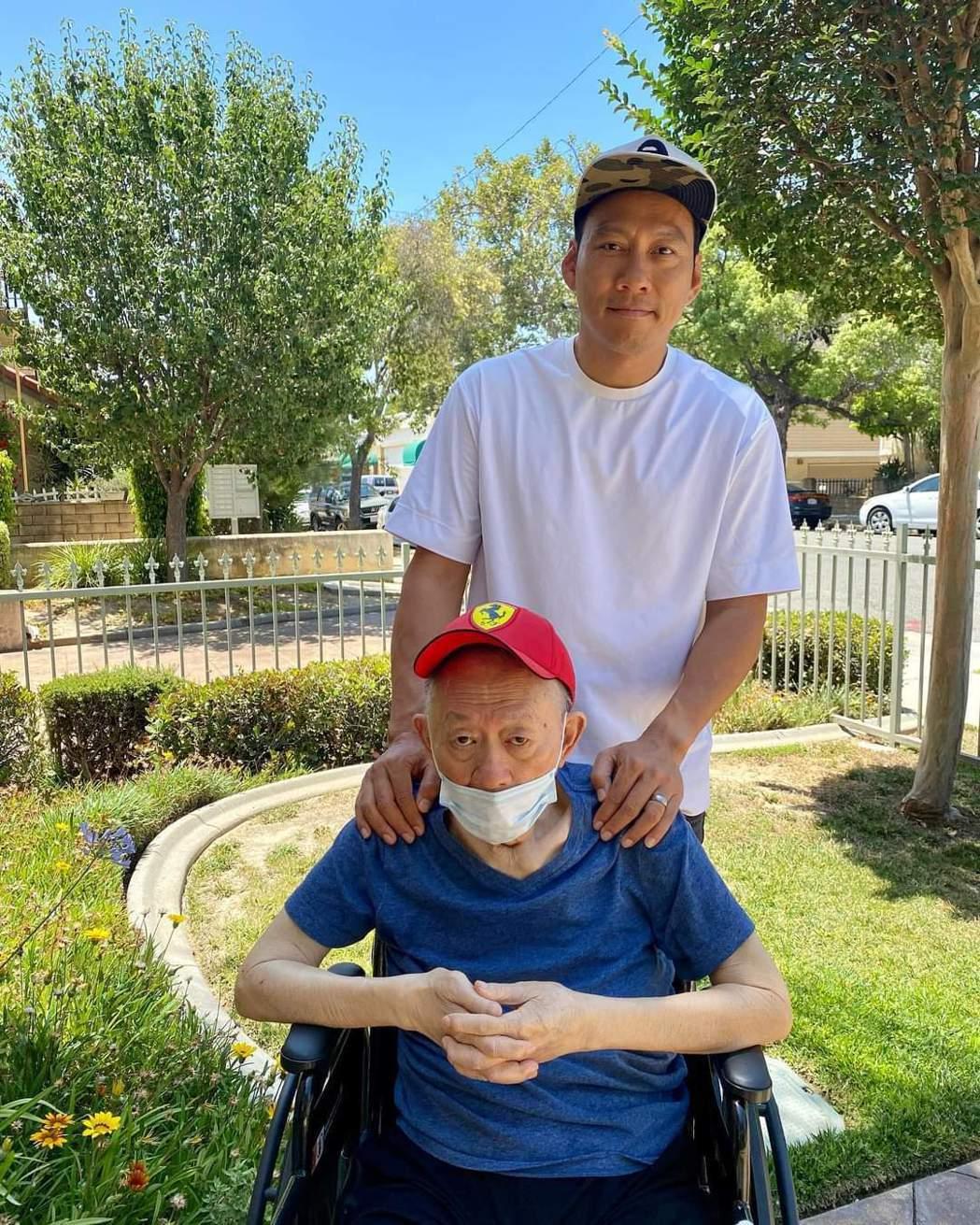 艾力克斯睽違18個月終於見到爸爸。圖/摘自臉書