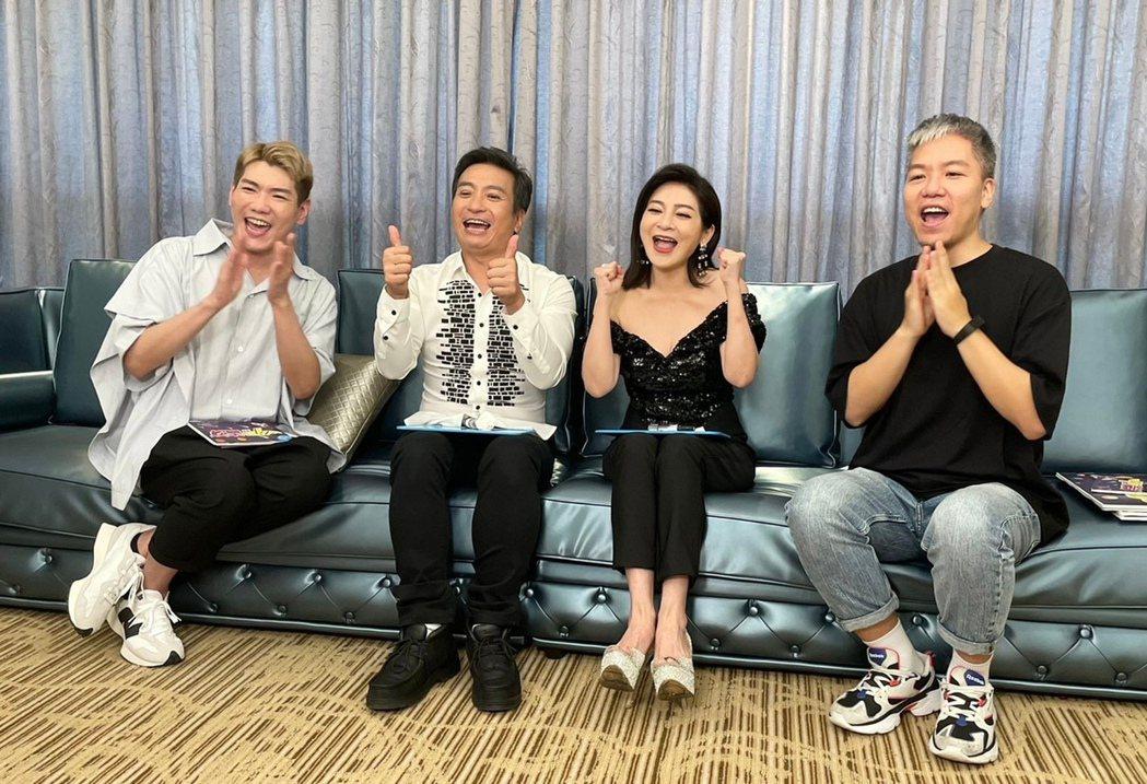 王中平(左二)和王彩樺(左三)上節目宣傳新戲。圖/民視提供