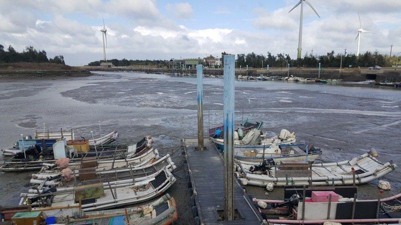 苗栗縣有七成以上漁民使用流刺網在近海作業,縣府公告今年起禁止6、7月間在距岸3浬內使用流刺網作業。記者胡蓬生/攝影