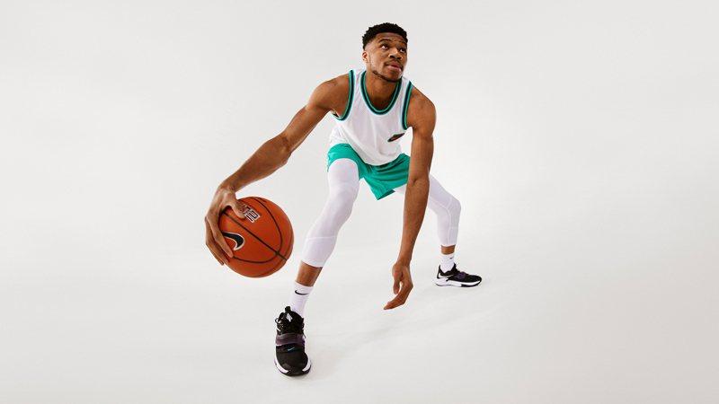 人稱「字母哥」的NBA球星Giannis Antetokounmpo親自演繹全新Zoom Freak 3簽名籃球鞋。圖/Nike提供