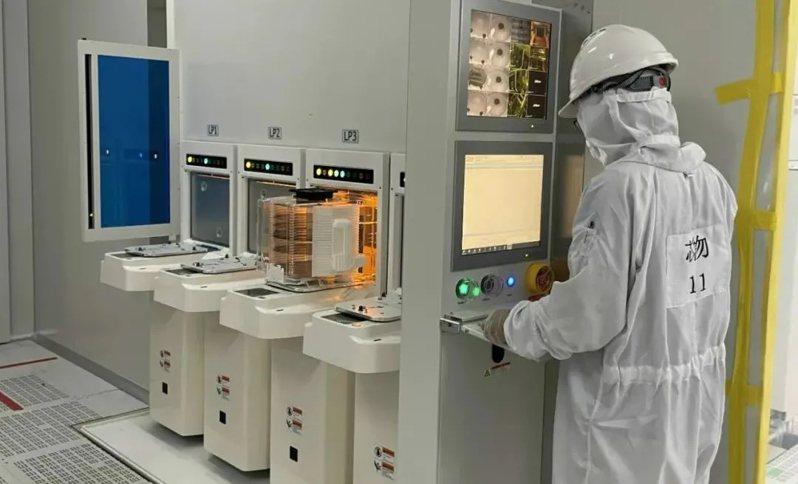 大陸首條12英吋先進傳感器研發中試線,在上海嘉定成功通線。圖/取自澎湃新聞