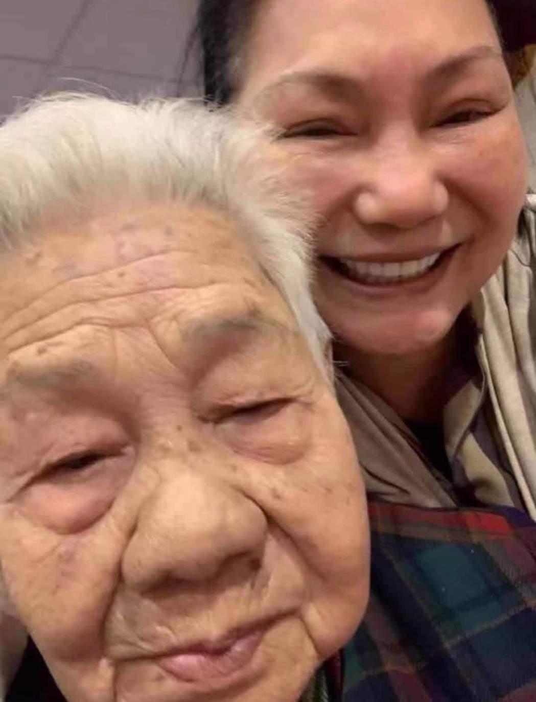 小S分享S媽和阿嬤留下珍貴合照。圖/摘自臉書