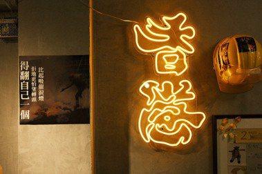 西門町武昌街裡的個性茶餐廳,在香港人主理的「沙田冰室」吃西多士聽香港故事