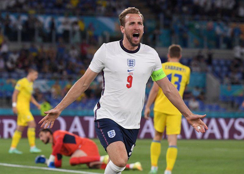 英格蘭隊今天在羅馬開踢的2020歐洲國家盃(Euro 2020)8強淘汰賽,以4比0痛宰烏克蘭隊,順利挺進4強賽。 路透社