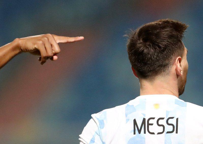 阿根廷隊梅西在美洲盃頂著新造型出賽。 路透