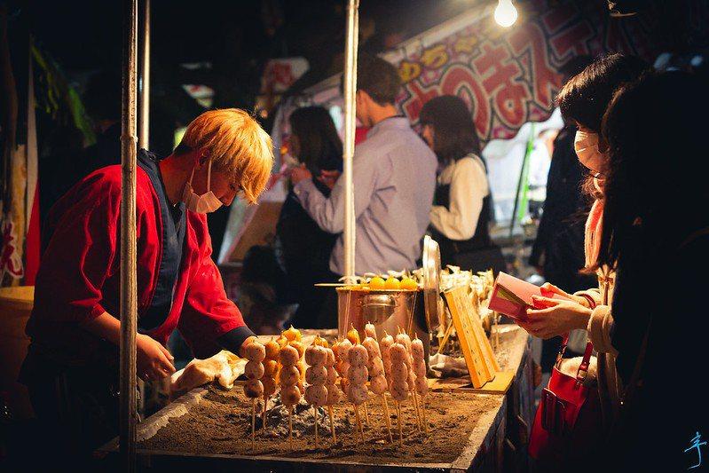 小攤商希望及早解封,以挽救陷入困難的生計。(Photo by 迷惘的人生 on Flickr under CC1.0)