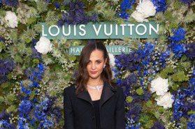 艾莉西亞薇坎德美腿加持 秀LV花漾美鑽新珠寶