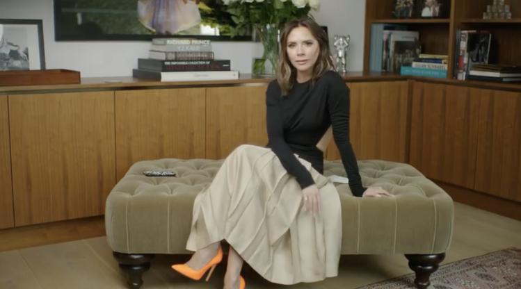 「貝嫂」維多利亞穿自家品牌的尖頭高跟鞋。圖/摘自IG