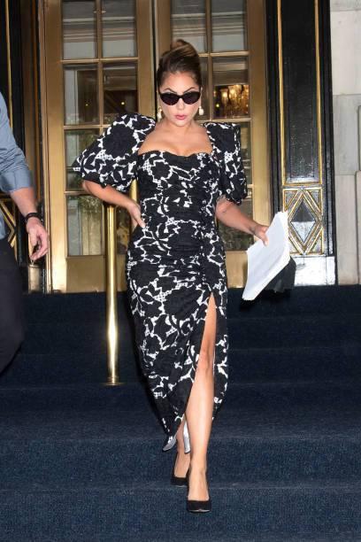 Lady Gaga穿Giuseppe di Morabito的黑白印花裝搭Giu...