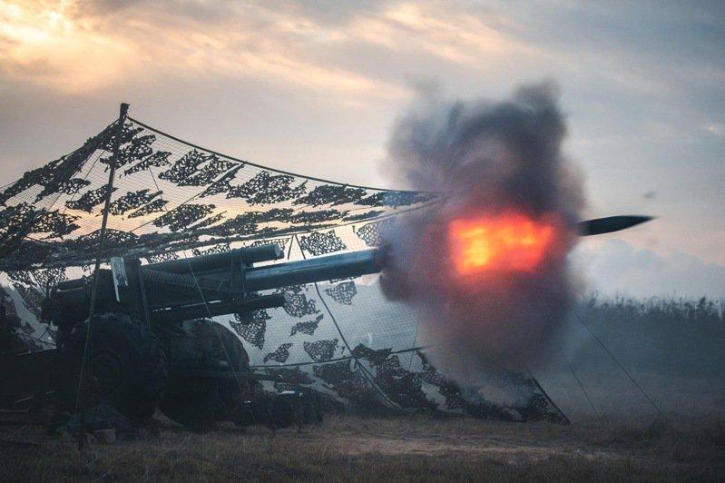 國防部今天表示,國軍依「防衛固守、重層嚇阻」的軍事戰略指導,發展整體防衛構想以及創新、不對稱作戰思維,沒有改變。圖/中華民國陸軍臉書粉專