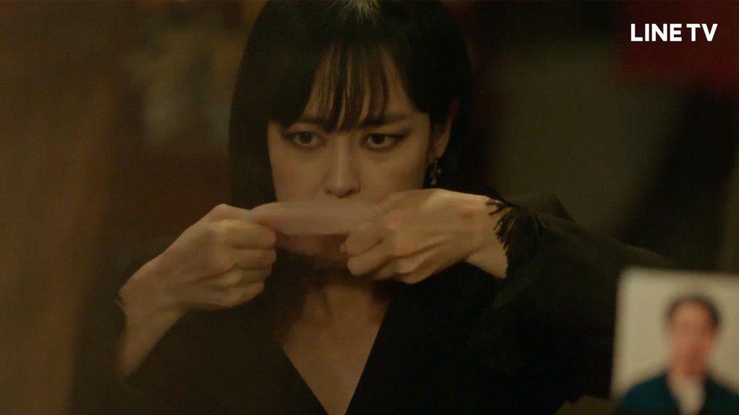 李奎炯靠人皮面具反串。圖/LINE TV提供