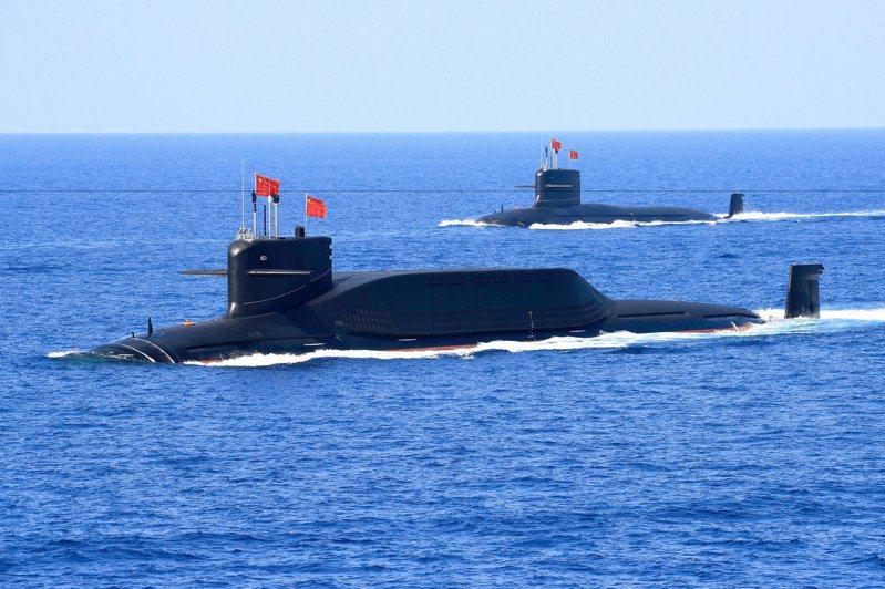 中國大陸軍事專家警告,台灣東海岸的黑潮的溫度變化造成洋流改變,有助於解放軍的潛艦攻台,但潛艦若遭到攻擊,想要逃回去,將遭遇逆流。圖為中共解放軍海軍的094A型戰略核潛艦。路透