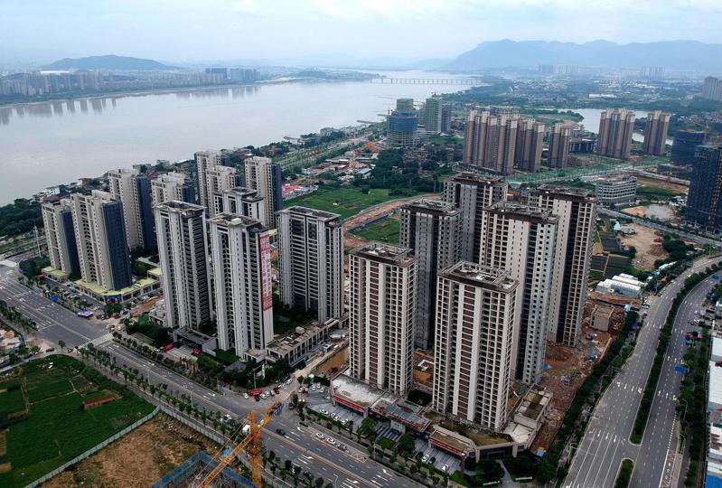 今年二季度以來,大陸多城房貸利率走高,專家稱「槓桿炒樓時代」一去不返。圖為福州閩江畔一處新建住宅。(中新社)