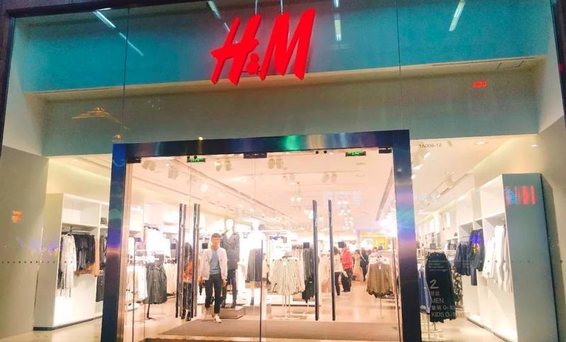 中國H&M,最新一份財報顯示,今年第二季在中國大陸的銷售額按年減少28%。(新浪微博照片)