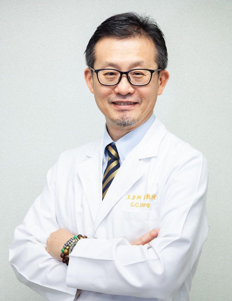 高雄長庚醫院肺癌團隊召集人、內科部副部長王金洲醫師。 圖/王金洲醫師 提供