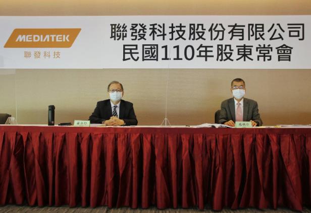 聯發科今日股東常會由董事長蔡明介(右)和執行長蔡力行主持並回答股東提問。圖/聯發科提供