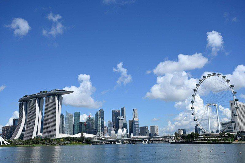 新加坡衛生部今天表示,一名16歲青少年接種一劑輝瑞疫苗後第6天在健身房舉重,不久後在家昏倒。 法新社