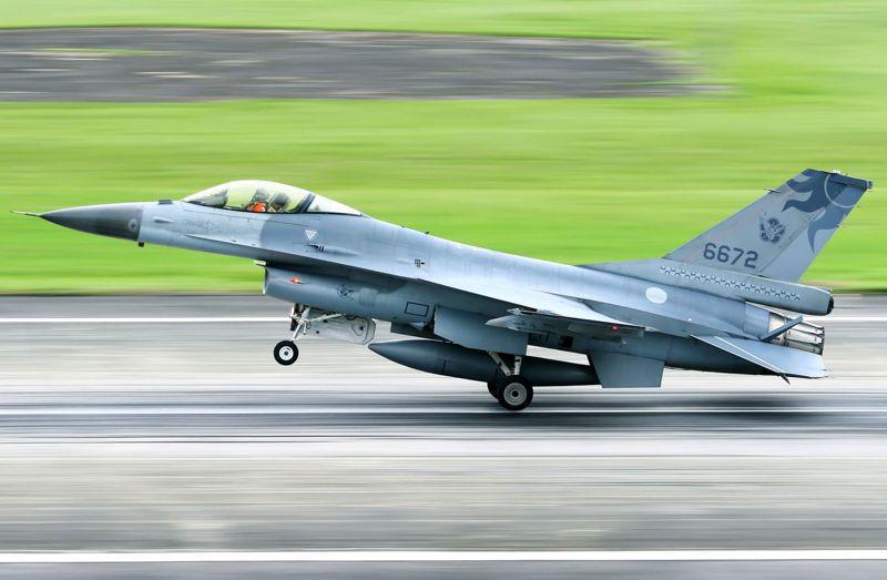 美軍火商當年卻透過遊說,硬要我買下66架F-16C/D戰機。圖為F-16戰機。圖/聯合報系資料照片