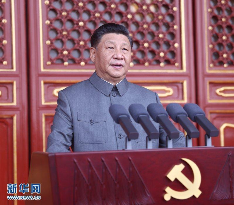 中國共產黨七月一日在北京天安門廣場舉行建黨百年慶祝活動,中共總書記習近平向現場出席的7萬餘人發表講話。新華網