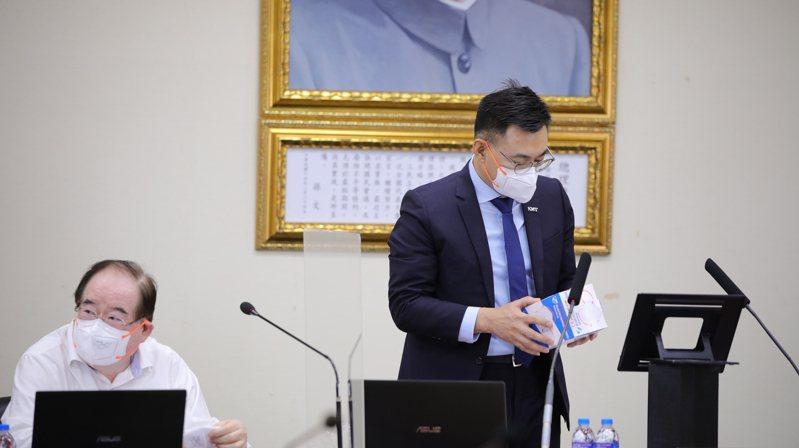 國民黨主席江啟臣(右起)與秘書長李乾龍。圖/國民黨提供