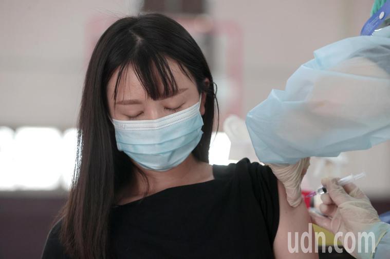 接種疫苗示意圖。記者蘇健忠/攝影