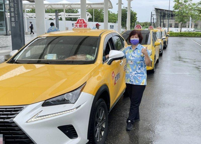 李春旭不僅是車行老闆也身兼司機在外跑車。記者卜敏正/翻攝