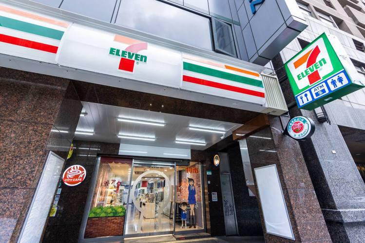 7-ELEVEN打造全球唯一「名偵探柯南主題店」,即日起於台北開博門市解密登場。...